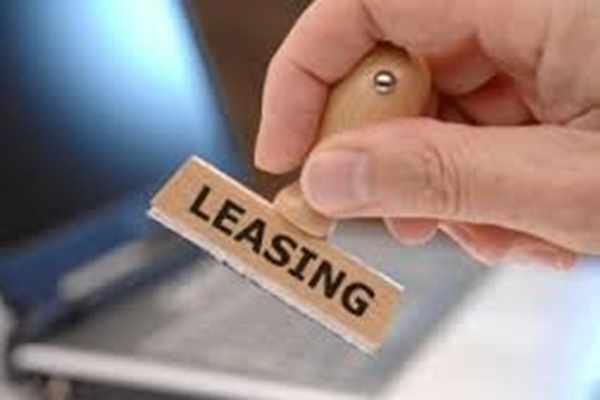 Samochód osobowy w firmie – kredyt czy leasing